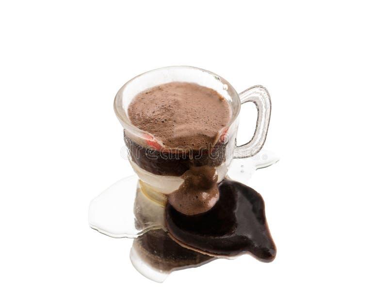 Gesmolten die koffiekop van ijs met lippenstiftvlek wordt gemaakt stock afbeeldingen