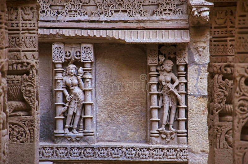 Gesneden binnenmuren van Ranien ki vav, ingewikkeld geconstrueerd stepwell op de banken van Saraswati-Rivier Patan, Gujarat, Indi royalty-vrije stock foto's