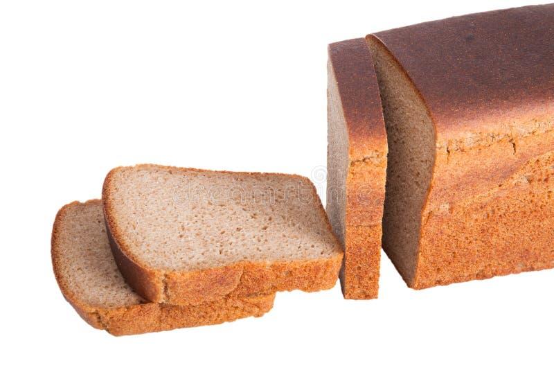Gesneden brood †‹â€ ‹van zwart die roggebrood op witte backgroun wordt geïsoleerd royalty-vrije stock foto
