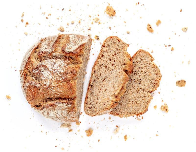 Gesneden brood dat op witte achtergrond wordt geïsoleerdi Crumbs en de verse Broodplakken sluiten omhoog Bakkerij, voedselconcept royalty-vrije stock afbeeldingen