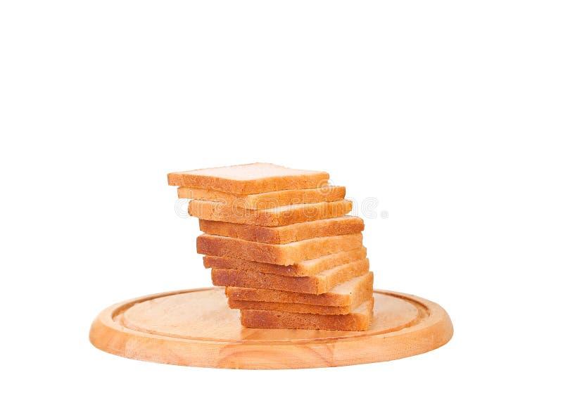 Gesneden brood op een houten die hakbord op wit wordt ge?soleerd royalty-vrije stock foto