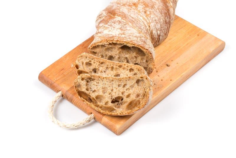 Gesneden brood op scherpe raad royalty-vrije stock afbeelding