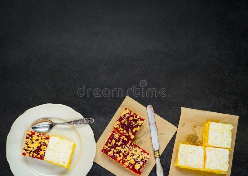 Gesneden Cake op Exemplaar Ruimtegebied stock foto