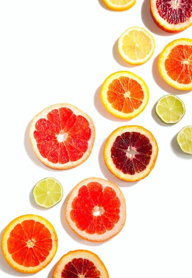 Gesneden citrusvruchtenachtergrond royalty-vrije stock afbeeldingen