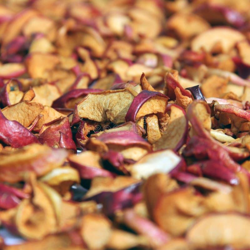 Gesneden droge appelen drying Droge appelachtergrond stock afbeeldingen