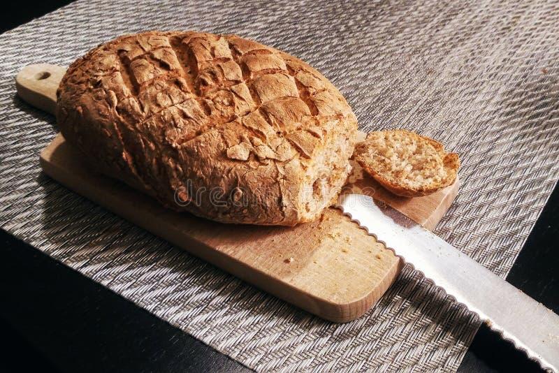 Gesneden eigengemaakt brood stock foto's