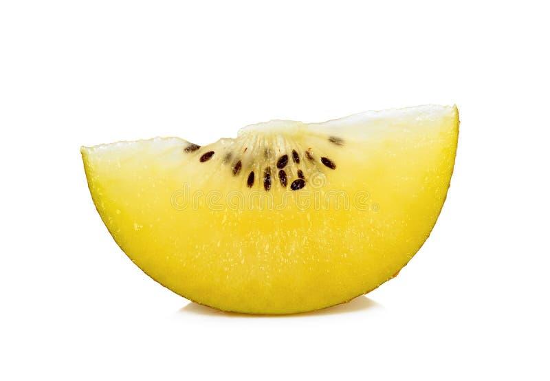 Gesneden Geel gouden die kiwifruit op de witte achtergrond wordt geïsoleerd stock foto's