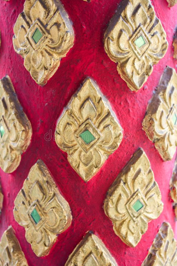 Gesneden houten deur in tempel van Thailand royalty-vrije stock fotografie