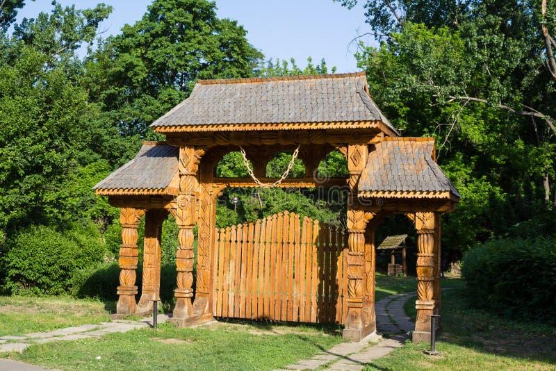 Gesneden houten poort royalty-vrije stock foto's