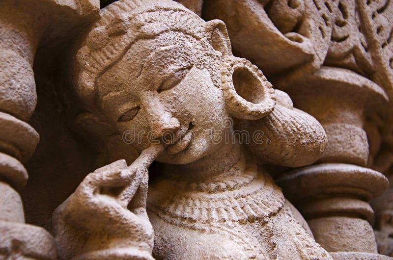 Gesneden idool op de binnenmuur van Ranien ki vav, ingewikkeld geconstrueerd stepwell op de banken van Saraswati-Rivier Patan, Gu royalty-vrije stock foto