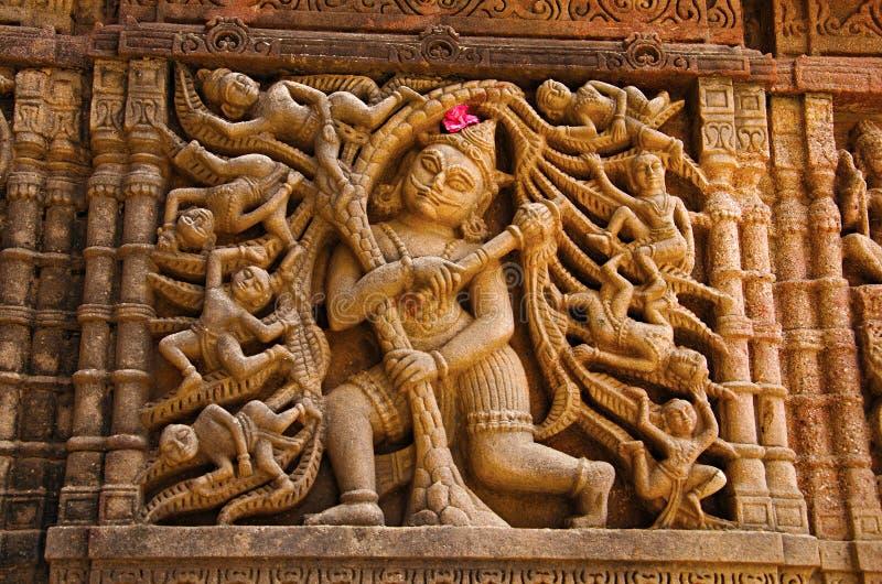Gesneden idool op de buitenmuur, Hatkeshwar Mahadev, de 17de eeuwtempel, familiedeity van Nagar-Brahmanen Vadnagar, Gujarat stock afbeelding
