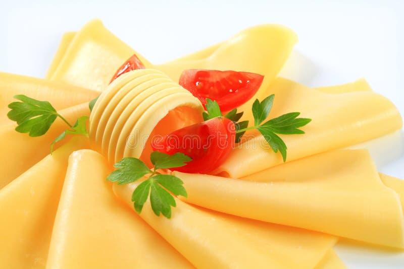 Gesneden kaas, boter en tomatenwiggen stock afbeelding