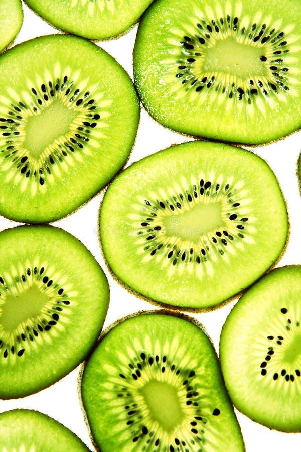Gesneden Kiwifruit die op wit studioschot wordt geïsoleerde royalty-vrije stock foto's