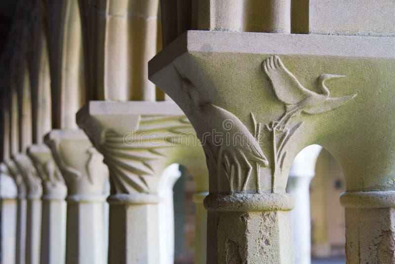 Gesneden kolommen in de abdij op Iona stock foto