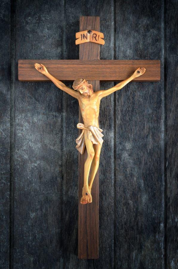 Gesneden standbeeld van de Kruisiging van Jesus Christ op hout royalty-vrije stock foto's