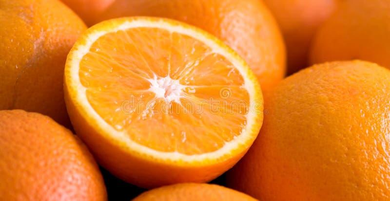 Gesneden Verse Sinaasappelen royalty-vrije stock afbeeldingen