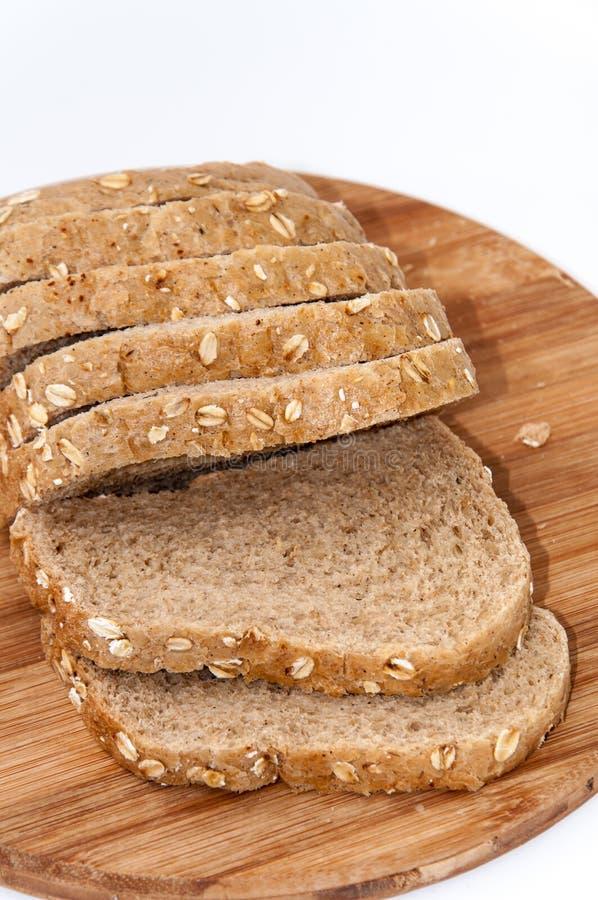 Gesneden zwart gezond brood met graangewassen royalty-vrije stock foto