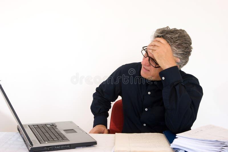 Gesorgt bei der Arbeit lizenzfreies stockfoto