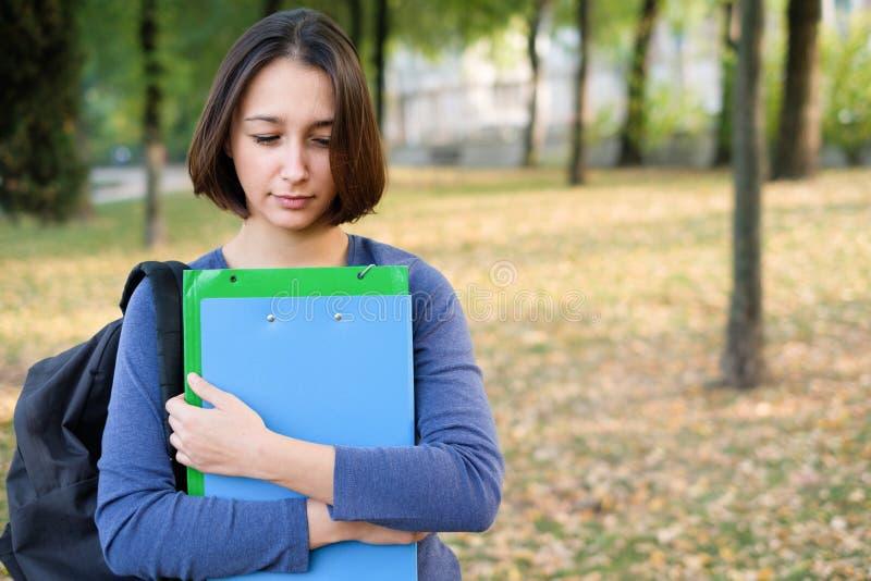 Gesorgter und durchfallener Student nach Ausfall in der Schule lizenzfreies stockfoto