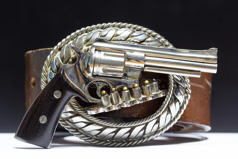 Gesp van metaal wordt in het kanon wordt gesneden gemaakt dat Het kanon stock fotografie