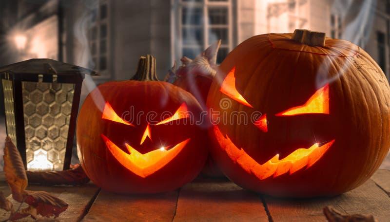 Gespenstische Halloween-Kürbise lizenzfreies stockbild