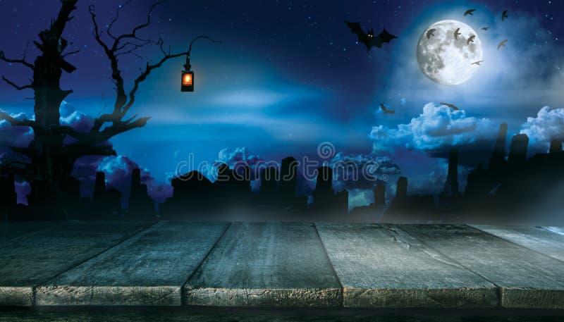 Gespenstischer Halloween-Hintergrund mit leeren hölzernen Planken stockfotografie