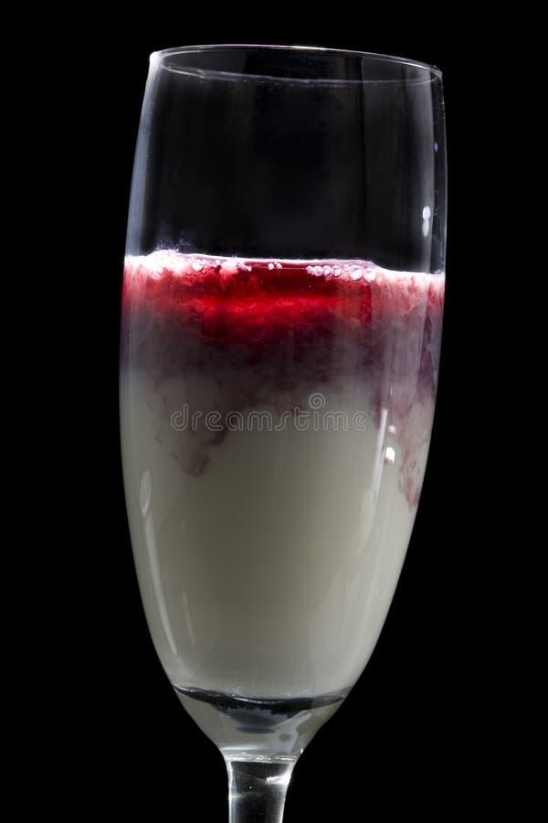 Gespenstisches Cocktail mit Blut lizenzfreies stockfoto