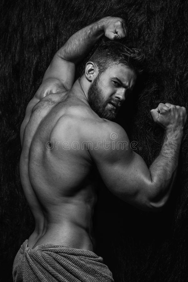 Gespierd mannelijk modelkonstantin kamynin stock afbeelding