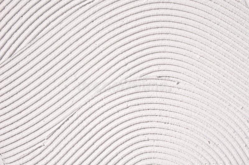Gesso decorativo bianco di sollievo sulla parete fotografia stock