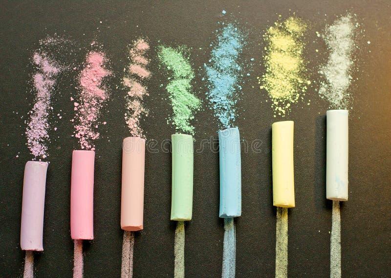 Gesso multicolore sull'ardesia fotografia stock