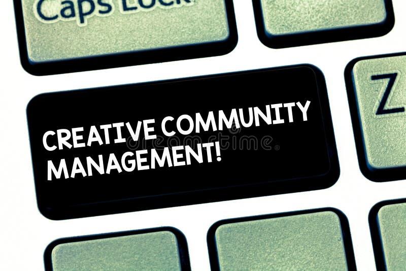 Gestão criativa da comunidade do texto da escrita da palavra Conceito do negócio para defender um tipo na chave de teclado social ilustração royalty free