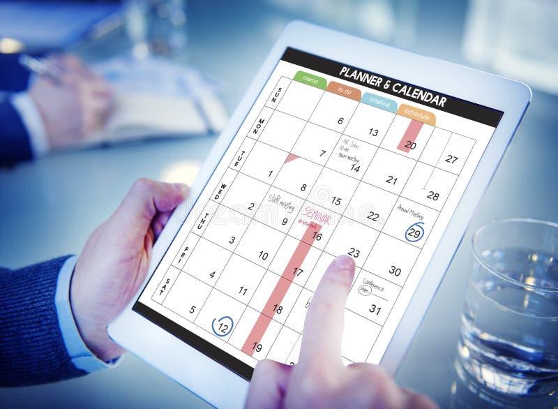 A gestão da organização do planejador do calendário lembra o conceito fotos de stock