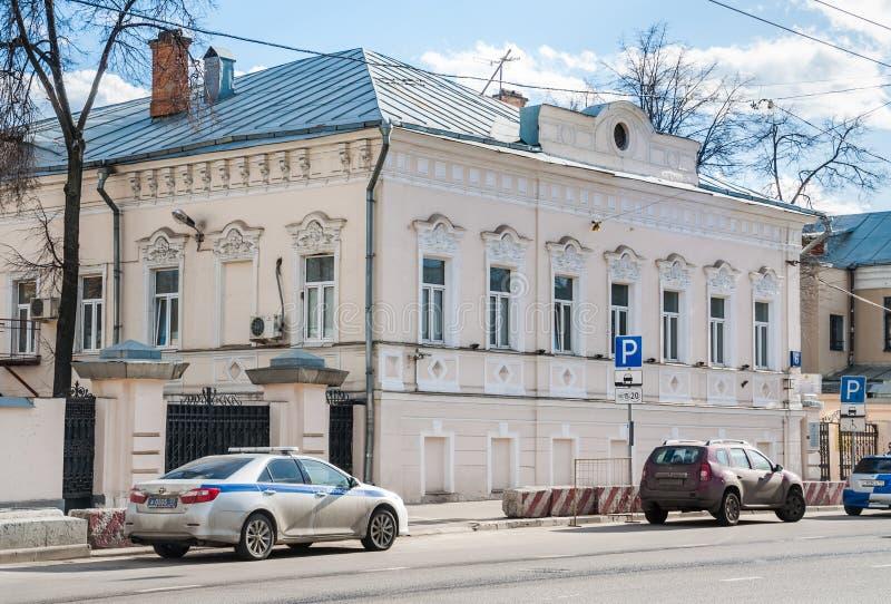 Gestão do ò batalhão do regimento da polícia de trânsito, rua de Alexander Solzhenitsyn A mansão anterior da cidade de Zimins sej imagem de stock