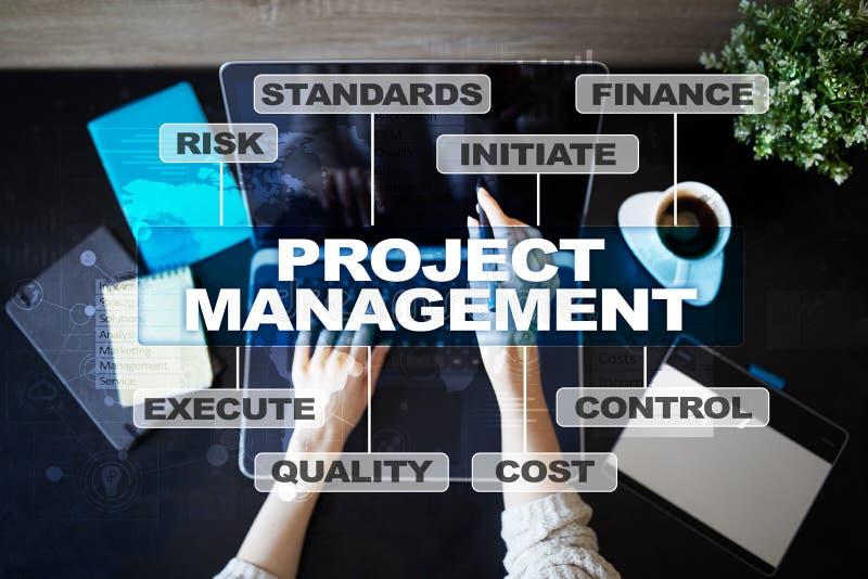 Gestão do projeto na tela virtual Conceito do negócio imagens de stock