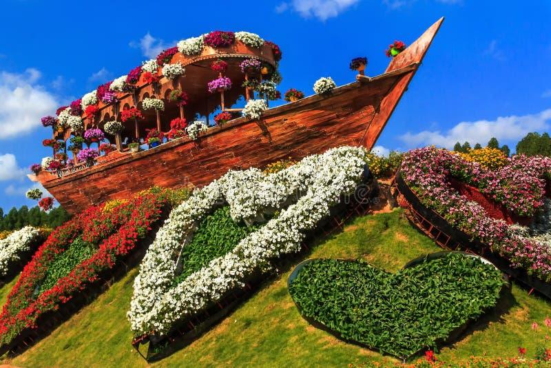 Blumenbeet Gestalten gestalten sie altes schiff der zusammensetzung und blumenbeet in
