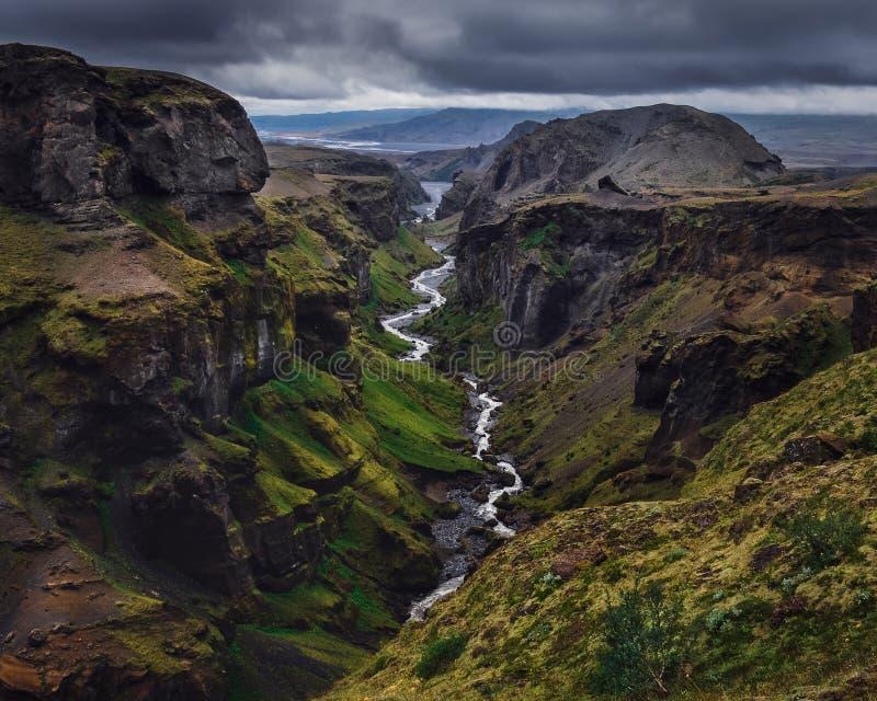 Gestalten Sie Ansicht der Thorsmork-Gebirgsschlucht und des Flusses, Island landschaftlich lizenzfreie stockfotos