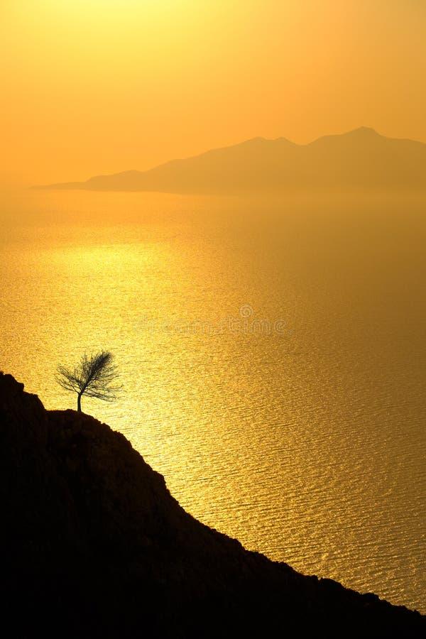 Gestalten Sie Ansicht des schönen bunten Sonnenaufgangs über dem Ozean isl landschaftlich lizenzfreies stockbild