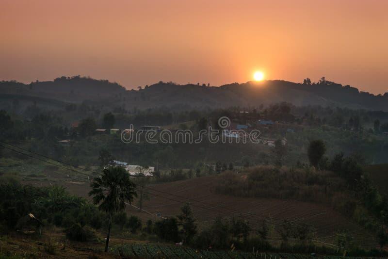 Gestalten Sie Ansicht von Khao Kho in Phetchabun, Thailand landschaftlich lizenzfreies stockfoto