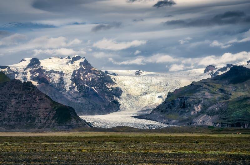 Gestalten Sie Ansicht von Vatnajokull-Gletscher und von Bergen, Island landschaftlich stockfotos
