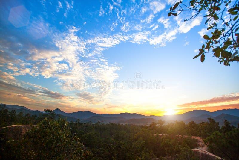 Gestalten Sie auf der Grenze von Nord-Thailand und von Birma landschaftlich lizenzfreie stockbilder