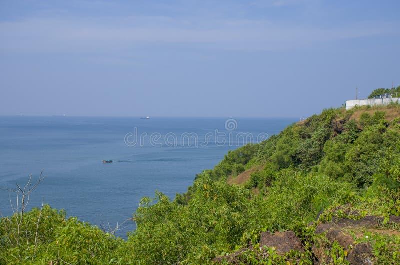 Gestalten Sie den tropischen Strand von Vasco De Gamma in Indien landschaftlich stockfotos