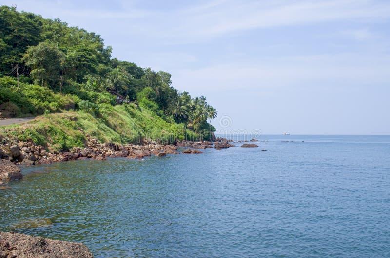 Gestalten Sie den tropischen Strand von Vasco De Gamma in Indien landschaftlich stockfotografie