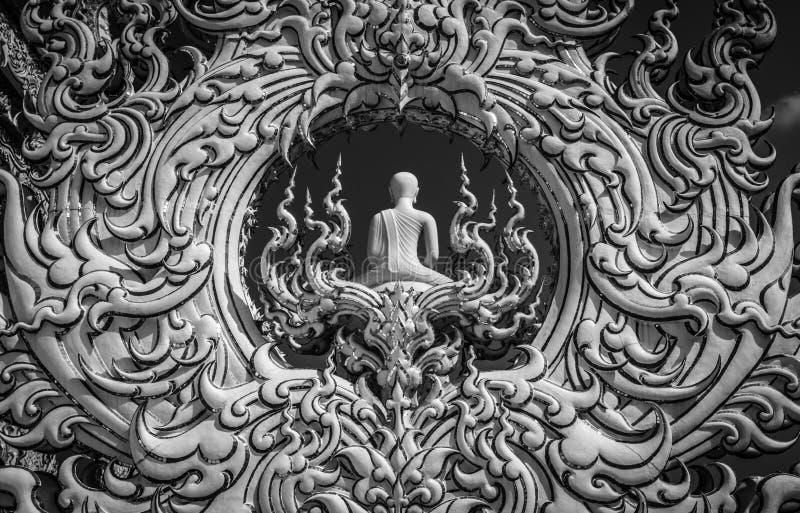 Gestalten Sie Detail mit weißem Buddha im gesamt-weißen buddhistischen Tempel Wat Rong Khun in Chiang Rai, Thailand lizenzfreies stockbild