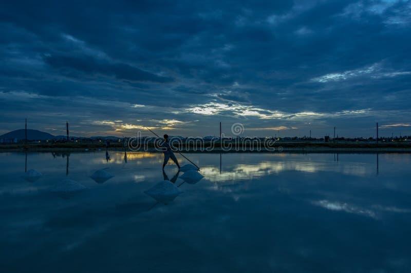 Gestalten Sie die traditionellen Dörfer landschaftlich, die Salz vom Meer part4 gemacht werden lizenzfreie stockfotografie
