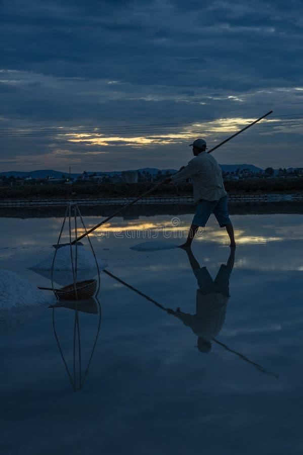 Gestalten Sie die traditionellen Dörfer landschaftlich, die Salz vom Meer part7 gemacht werden lizenzfreie stockfotos
