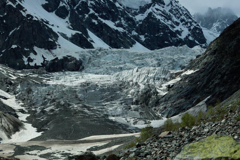 Gestalten Sie Foto des Gletschers in den Bergen von Georgia landschaftlich stockfotos