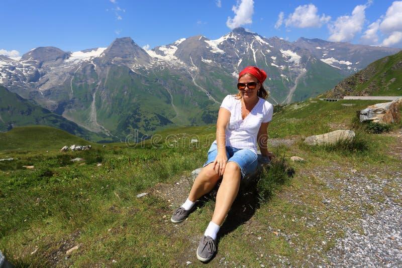 Gestalten Sie mit Touristen an ¼ Grossglockner 3.798 Ð landschaftlich stockfoto