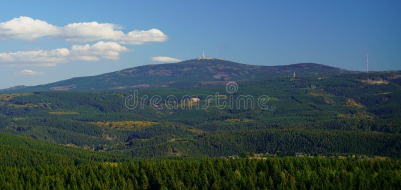 Gestalten Sie Panoramaansicht des Bergs Brocken, die höchste Erhebung der Harz-Berge, Sachsen-Anhalt, Deutschland landschaftlich lizenzfreies stockbild