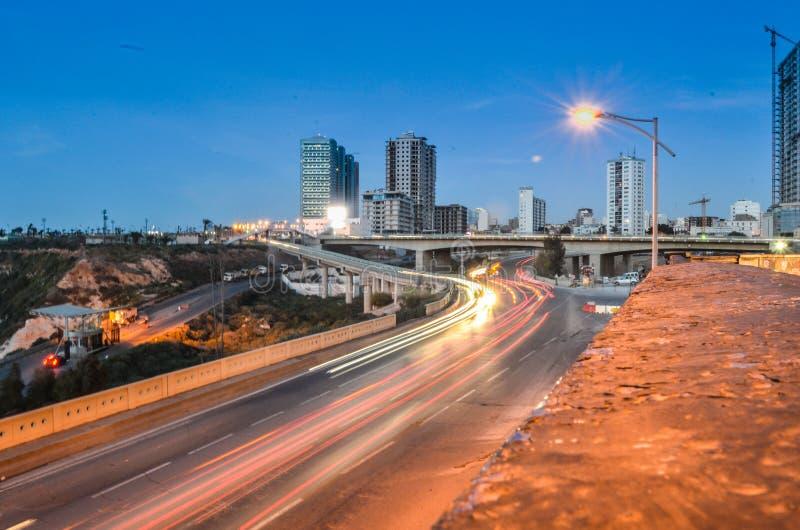 Gestalten Sie Stadt Oran-Nachtlicht und langes exposre landschaftlich lizenzfreies stockfoto