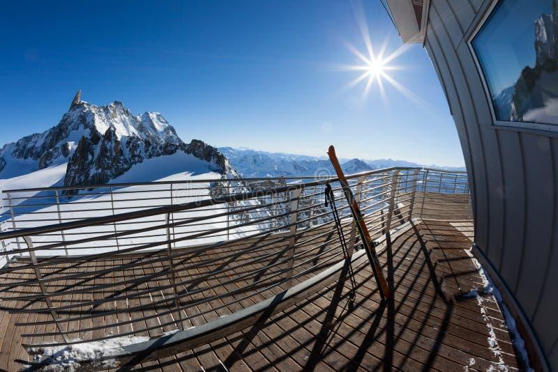 Gestalten Sie von der Bergstation (3450 mt) des Skyway-Kabels-c landschaftlich stockfotografie